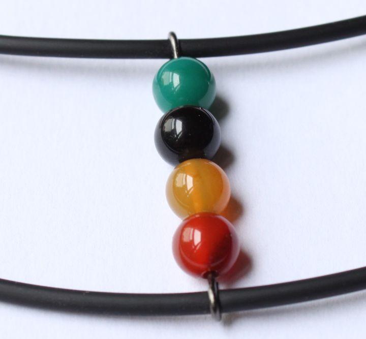 collier noir perles agate couleurs rasta