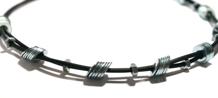 Collier noir caoutchouc rondelles